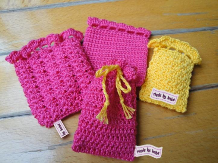 Schema modello gratuito uncinetto sacchetti porta-confetti