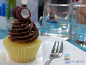 Bloom Cafe' Cup Cake