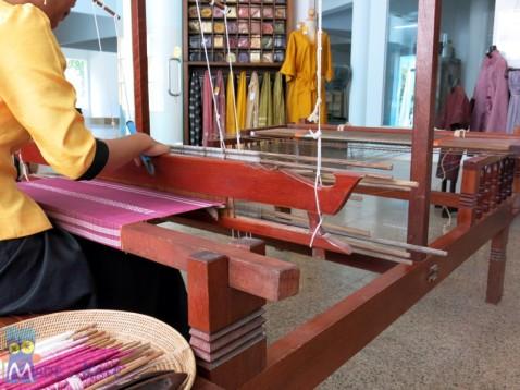 Weaving at Wat Phnom